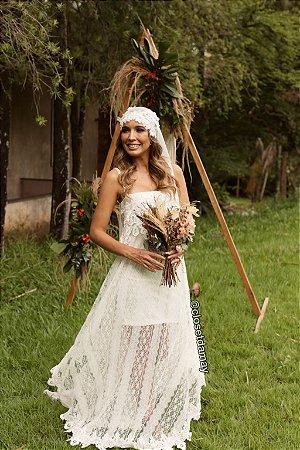 Vestido de noiva longo, com alças em renda guipir
