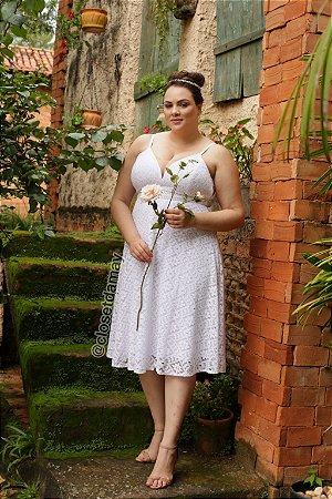 Vestido de noiva midi, em renda, alças finas e tule no busto