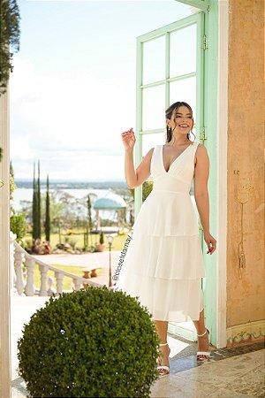 Vestido de noiva midi, com babados na saia e decote em V