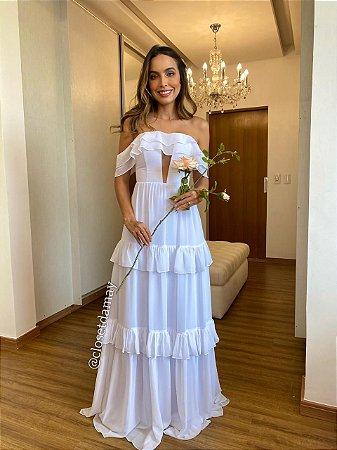Vestido de noiva longo, com camadas em babado, ombro a ombro e recorte no busto