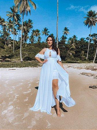Vestido de noiva longo plusize, com fenda e decote, ideal para casamento na praia e campo
