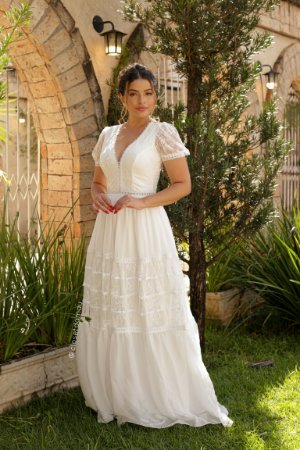 Vestido Sofia de noiva longo, com mangas bufantes, em crepe de seda e renda, para casamento intimista