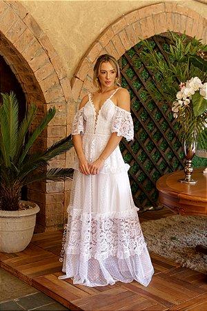 Vestido Charlotte de noiva longo de alças e aberturas nos ombros, ideal para casamento no campo