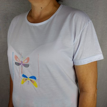 Camiseta em malha de algodão branca bordada a máquina - Borboletas