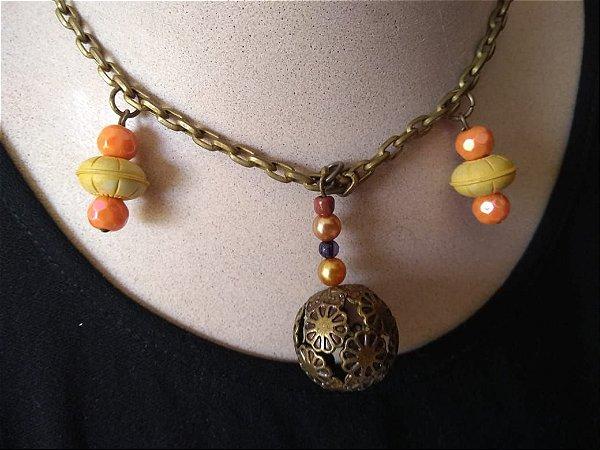 Colar em Corrente Ouro Velho Com Pingente Esférico em Ouro Velho - Fecho tipo mosquete