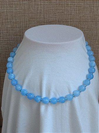 Colar em Miçangas Azul e Entremeio Transparente Perolado Azul - fecho tipo mosquete com corrente alongadora prateado.