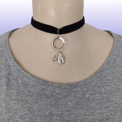 Gargantilha Choker com fita de veludo preta, fecho tipo mosquete prata - Pingente Elefante Metálico
