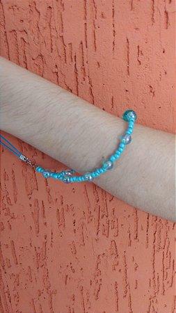 Phone Strap - cordão para celular, tipo pulseira com miçangas azuis.