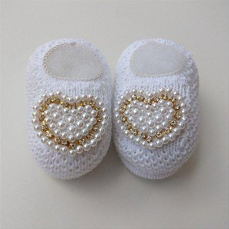 102284197 Sapatinho de Tricô Coração Pérolas - Pipoquinha Baby & Kids