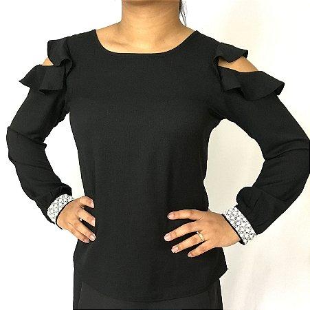 Blusa preta com abertura no ombro
