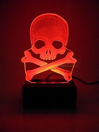 Luminária de Mesa Led Acrílico Caveira Pirata 15cm Vermelho