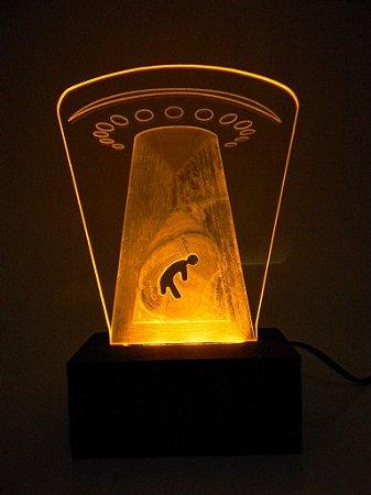 Luminária de Mesa Led e Acrílico Disco Voador Abdução Aliens