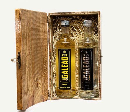 Caixa de madeira com 01 garrafa de Galeão Tradicional (Prata ou Umburana) + 01 garrafa de Galeão Sabores