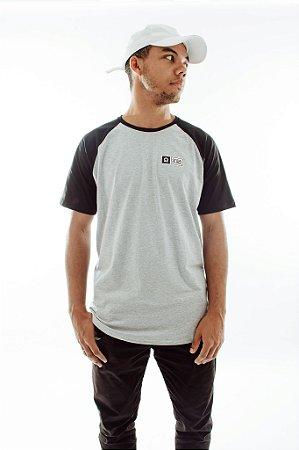 Camiseta Raglan Mescla e Preta
