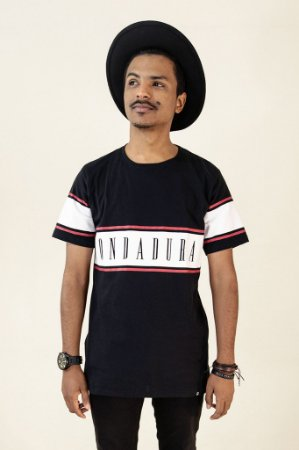 Camiseta preta c/ faixa