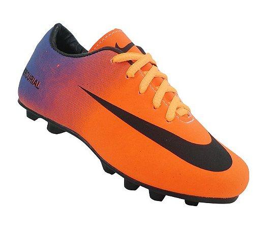 GlobalPresents - Chuteira Infantil Campo Nike Mercurial - GlobalPresents 3a24b574c2971