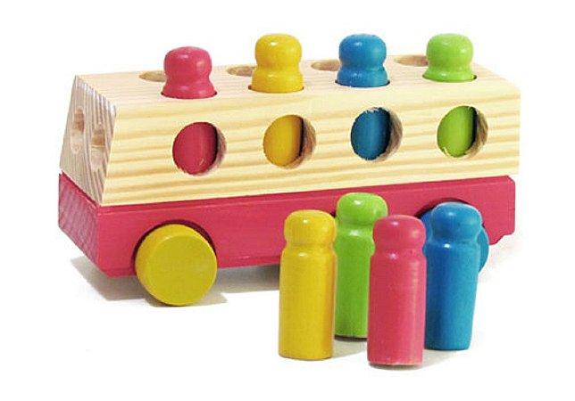 Brinquedo Educativo Ônibus com Pinos de Madeira