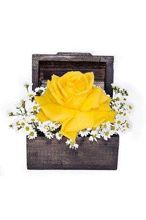 Arranjo de Flores Yellow and White