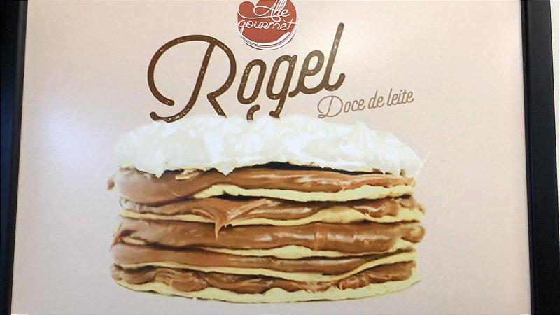 Torta Rogel pequena, com 6  camadas de massa folhada de doce de leite Argentino, serve até 6 pessoas