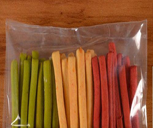 Grissini Tricolor - palitinhos de pão saborizados para degustar geléias e antepastos - peso 100g