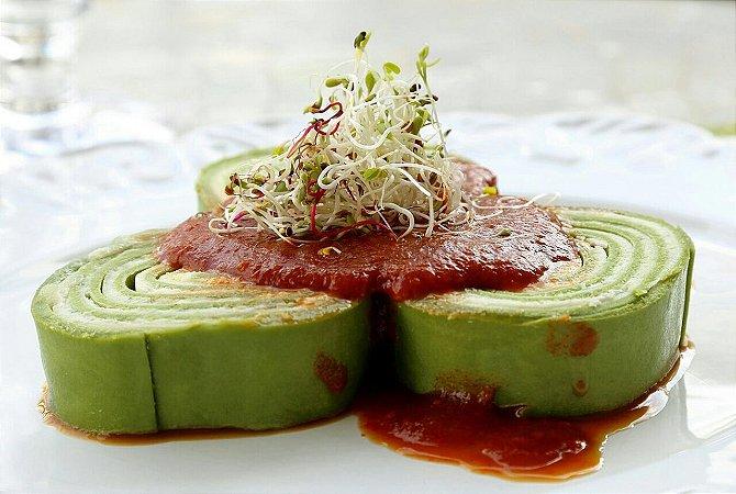 Rondelli verde de 4 queijos ( mussarela , gorgonzola,requeijão, e parmesão 6 un , vem congelado , só aquecer no forno , sugestão de molho sugo.
