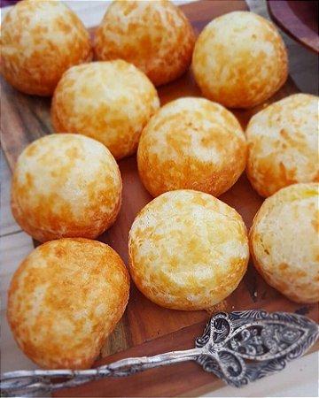 Pão  de queijo uma receita mineira , recheado com delicioso  requeijão  pacote com 33 un tamanho coquetel