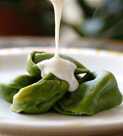 Agnolotti verde de nozes, ricota e uvas passas tradicional massa com um tempero especial 500 g serve até 3 pessoas