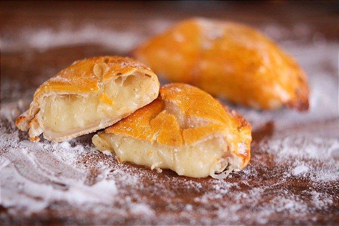 Mini empanadas congeladas de queijo com cebola pacote com 10