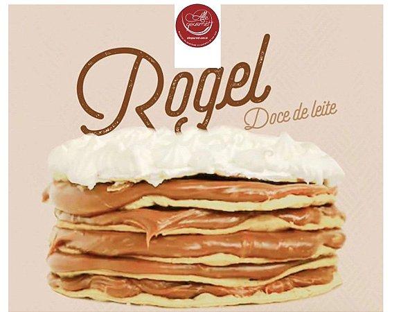 Torta Rogel ,  com 6  camadas de massa folhada de   doce de leite Argentino , serve até 5 pessoas