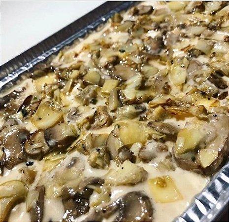 Lasanha de funghi com cogumelo Paris , uma massa leve com um delicioso recheio e parmesão por cima 1,5 kg serve bem 5 pessoas