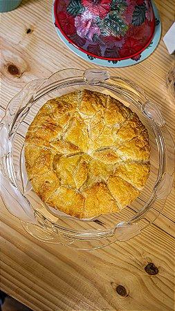 Queijo brie médio, uma deliciosa massa folhada com queijo brie , serve até 8 fatias peso 740 g