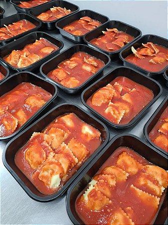 Porçao individual de ravioli de mozzarella de bufala  ao molho de tomate pelado 420 g.Aquecer no microondas por 5 min.
