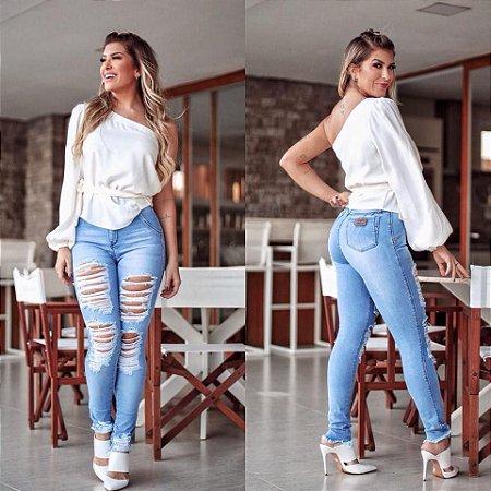 182c692eb Calça Jeans Cintura Alta Destroyed com Elastano Ref 100846 ...