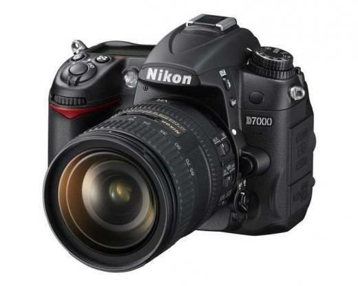 Câmera Nikon DX D7000 com Lente AF-S DX 18-105mm f/3.5-5.6G ED VR