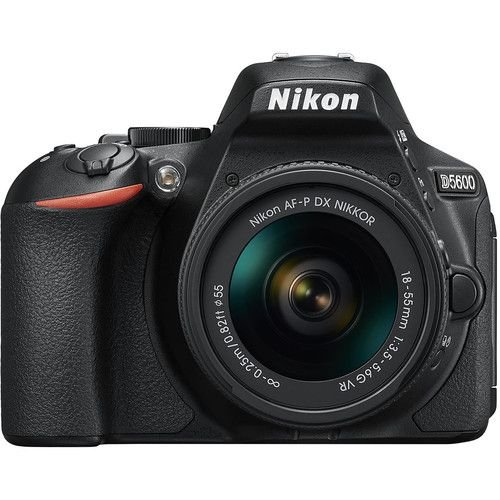 Câmera Nikon DX D5600 com Lente AF-P DX 18-55mm f/3.5-5.6G VR