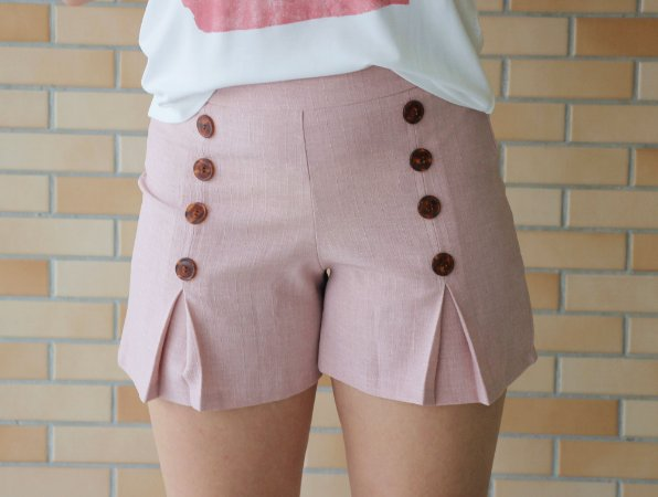 Shorts com Botões frontais