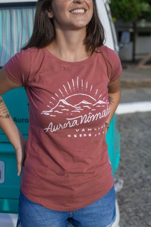 Camiseta Aurora Nômade Bordô