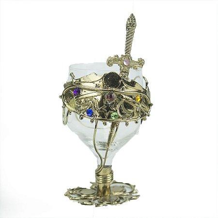 Taça de vidro trabalhada em Metal com espada