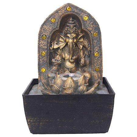 Fonte Ganesha com portal com pedras amarelas