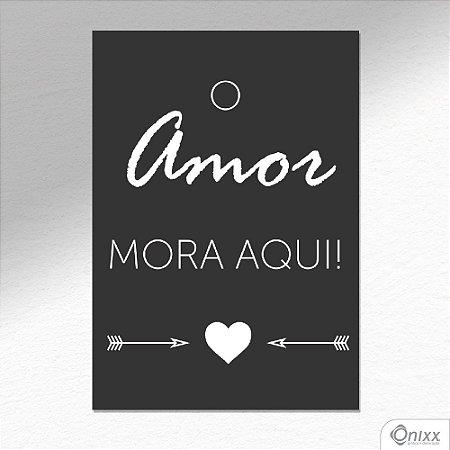 """Placa Decorativa """"O Amor Mora Aqui"""" A4"""