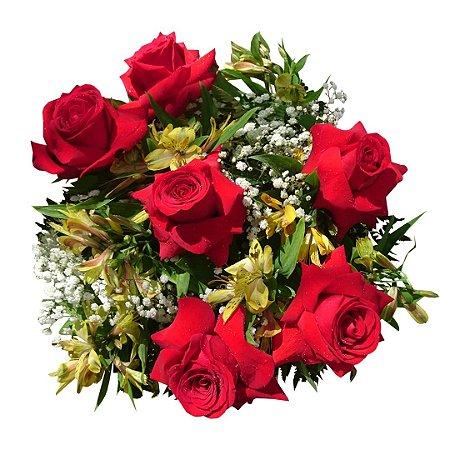 Buquê com 06 Rosas Colombianas e Astromélias Amarelas