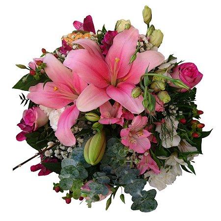 Buquê Pequeno Tropical com Lírios Rosa, Rosas Champanhe (Pequeno)