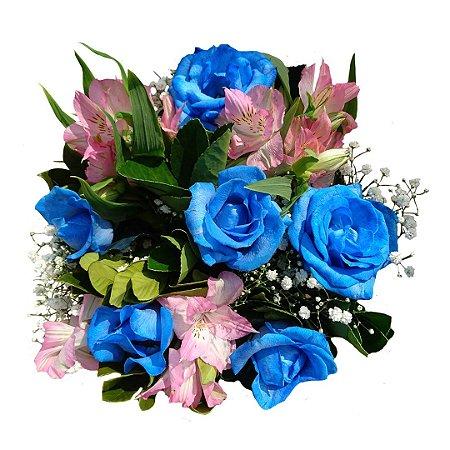 Buquê com 05 Rosas Azuis e Astromélias cor de Rosa