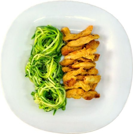 Macarrão de Abobrinha Italiana com tiras de frango