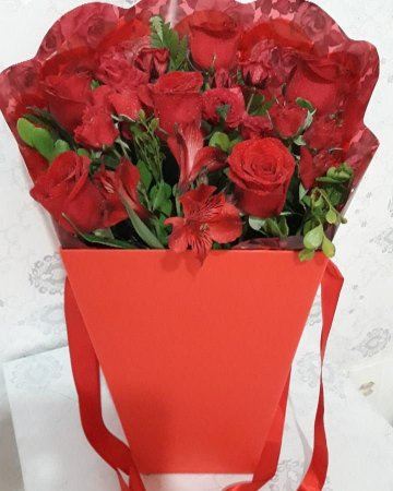 Box Flower Com meia duzia de rosas vermelhas
