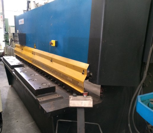 Guilhotina Hidráulica 2500x8mm