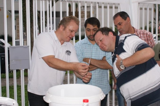 Usando um hidrômetro ou densímetro para fabricação de cerveja