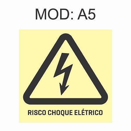 Placa Fotoluminescente A5 Risco de Choque Elétrico 20x20cm Sinalização Alerta Geral Rota de Fuga Imprefix