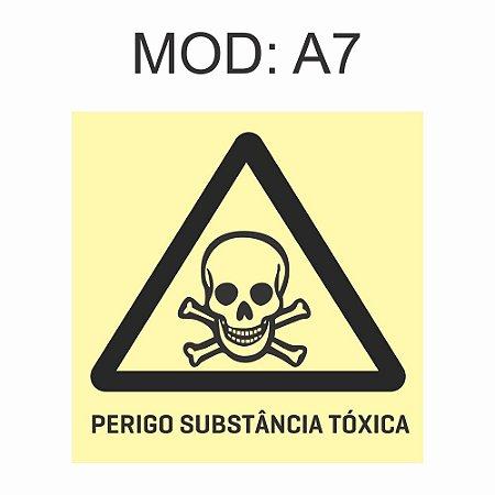Placa Fotoluminescente A7 Perigo Substância Tóxica 20x20cm Sinalização Alerta Geral Rota de Fuga Imprefix