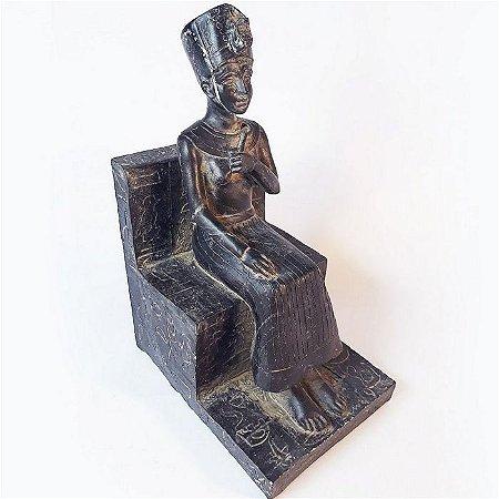 Nefertiti em Trono - Rainha do Egito